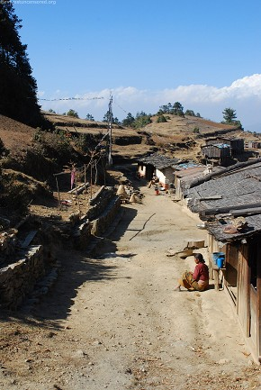 The beginning of the village at Kalopani, Dolakha