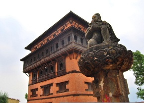 Nuwakot Durbar and Garuda in front of Lord Vishnu temple