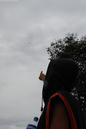 Look theres a bird..no no paraglide..no no a UFO