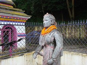 Statue at Matatirtha