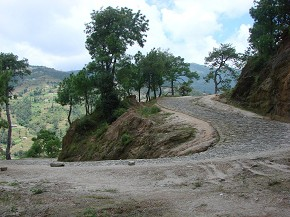 Stony highway leading to Pauwa