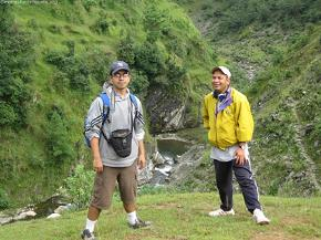 Bhaskar (L) and Vishnu (R) before descending to one of the tribulatory that would merge to form the Phalung river