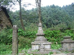Ancient stone temple carving on the upward slope to Bhangjyang hill