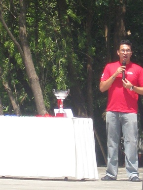 Saurav Jyoti inaugarating the event....(that cup is ours)