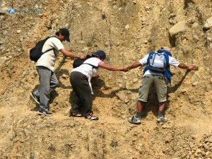 104. Teamwork to save friends from falling to cliff