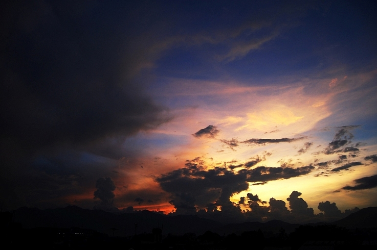 An evening sky seen from D2's Terrace (October 4, 2007)