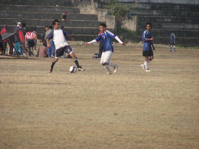 hitesh holding up D2 midfield