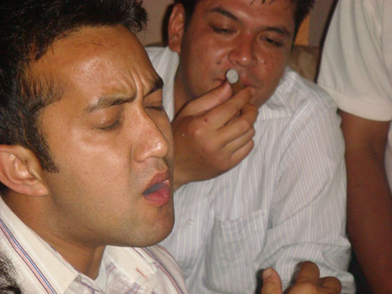 13-hitesh-ahhhh-so-nice-cigar-anup-oh-really-let-me-try-one-shot.JPG