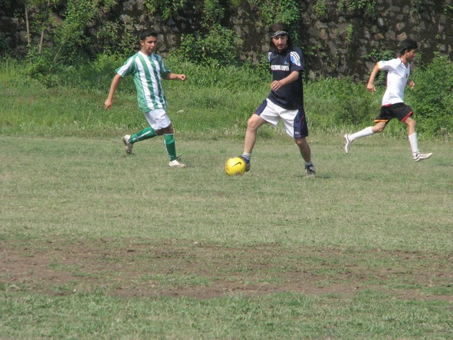 17-abhishek-defending-from-midfield.jpg