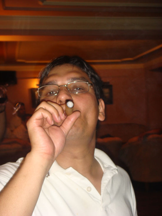 25-this-is-the-way-to-somke-cigar.JPG