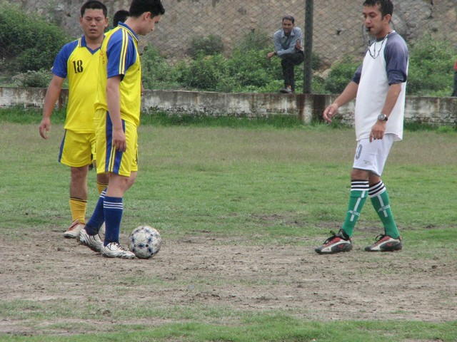 31-hitesh-did-the-refeering-in-the-first-half.JPG