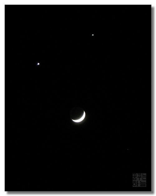Smiling moon - Venus Jupiter and Moon on December 1st,2008