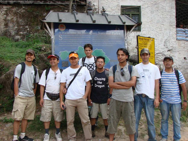 02 Hikers ready for snap
