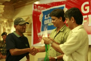 54-akash-receiving-medal-from-madan-and-hari