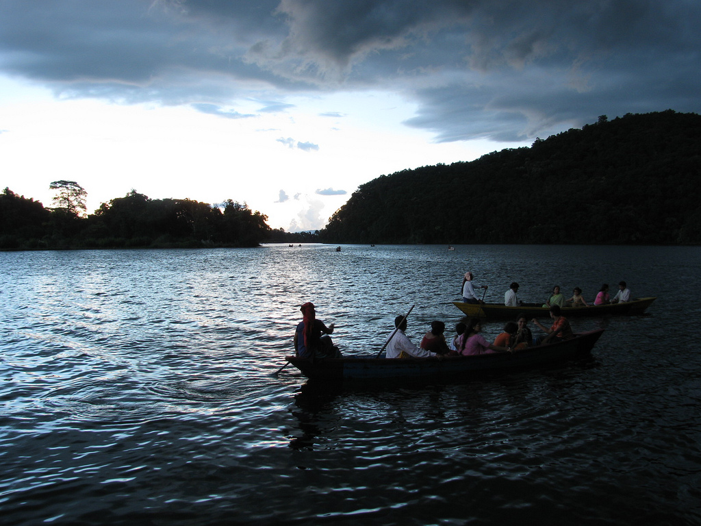 boaters-on-phewa-lake