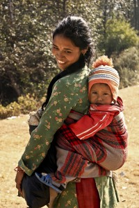 05. mother carrying her son around the village and stops by for the click