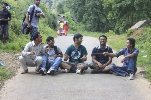 2. Road is too hot for Praksh to sit